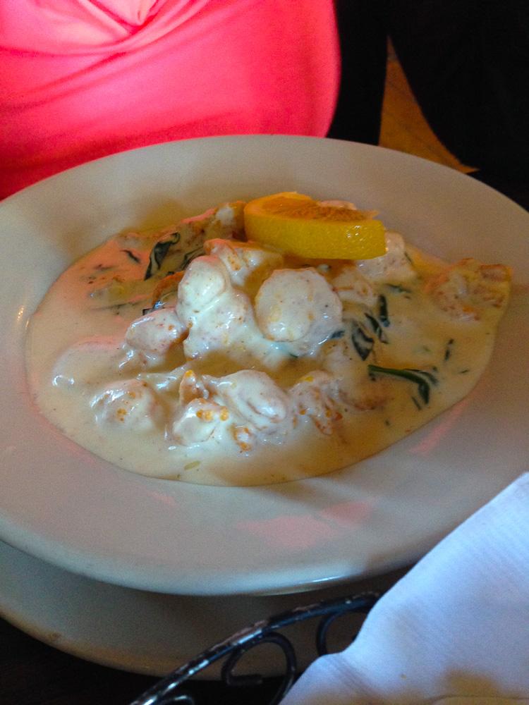Louisiana Oh la la, gefrituurde oesters, garnelen en rivierkreeftjes in romige cajunsaus