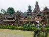 Tempel aan meer Beratan