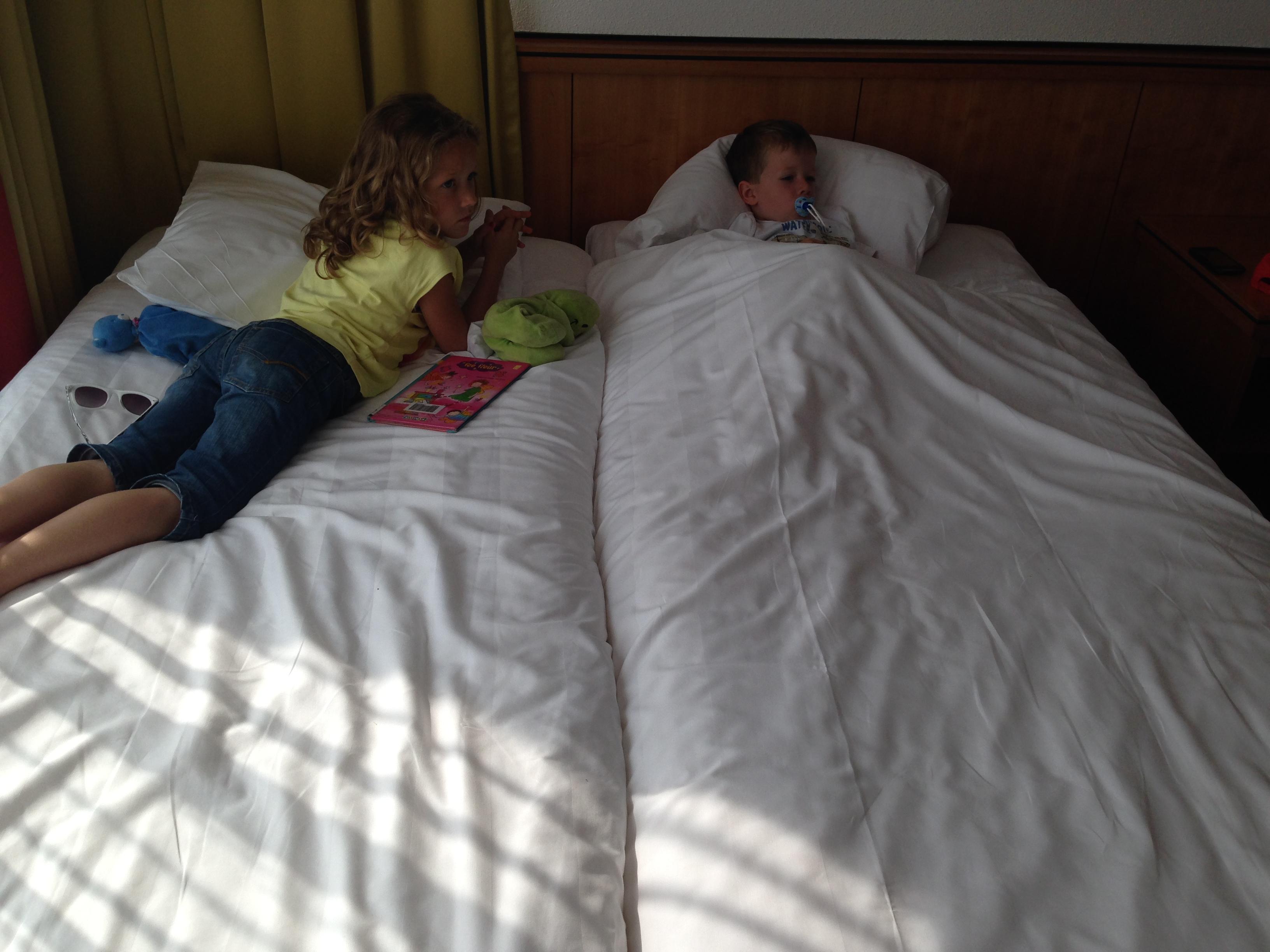 Samen in een groot bed
